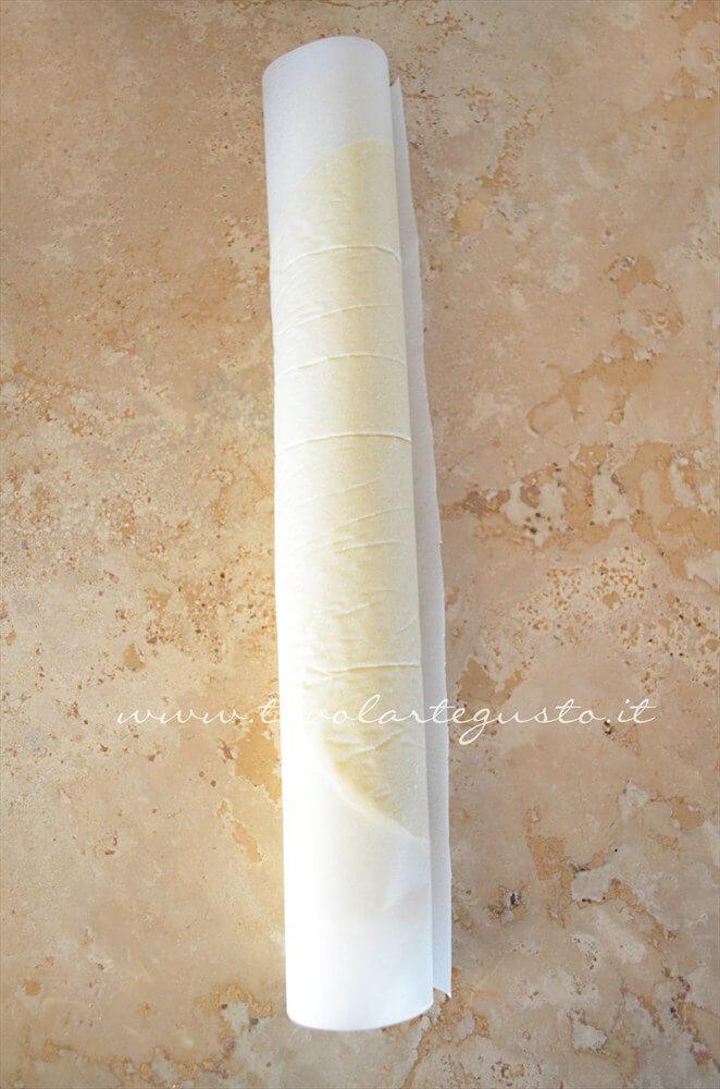 Pasta Brisee arrotolata pronta per essere conservata - Ricetta Pasta Brisee