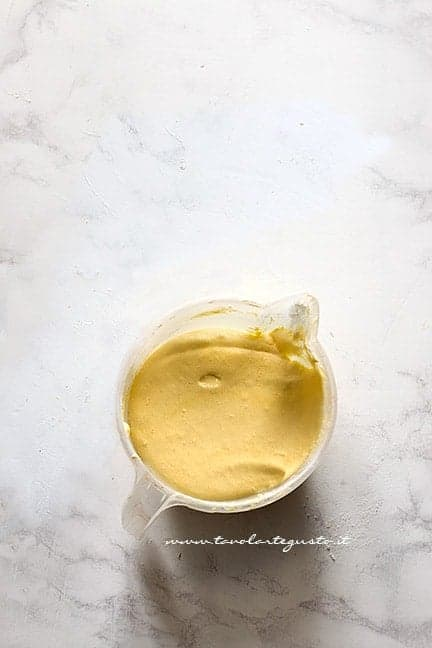 montare le uova con lo zucchero - Ricetta Crema al cioccolato