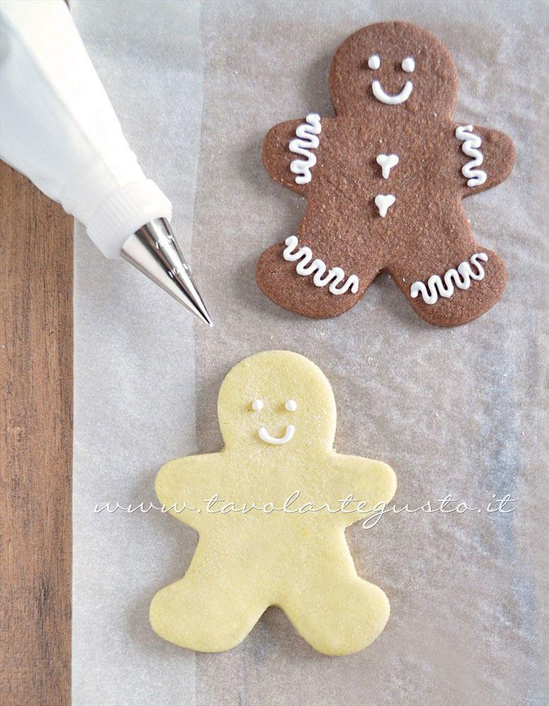Biscotti Omini di Natale decorati in Ghiacchia 2- Ricetta Biscotti natalizi decorati - Biscotti di natale decorati