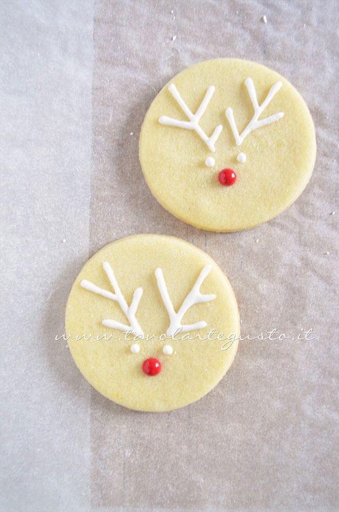 Biscotti Renna decorata in Ghiaccia 4 - Ricetta Biscotti natalizi decorati - Biscotti di natale decorati