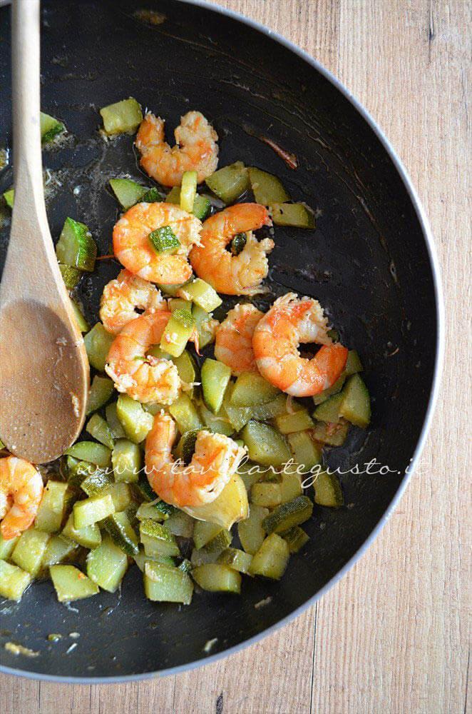 Condimento pronto - Ricetta Pasta zucchine e gamberi