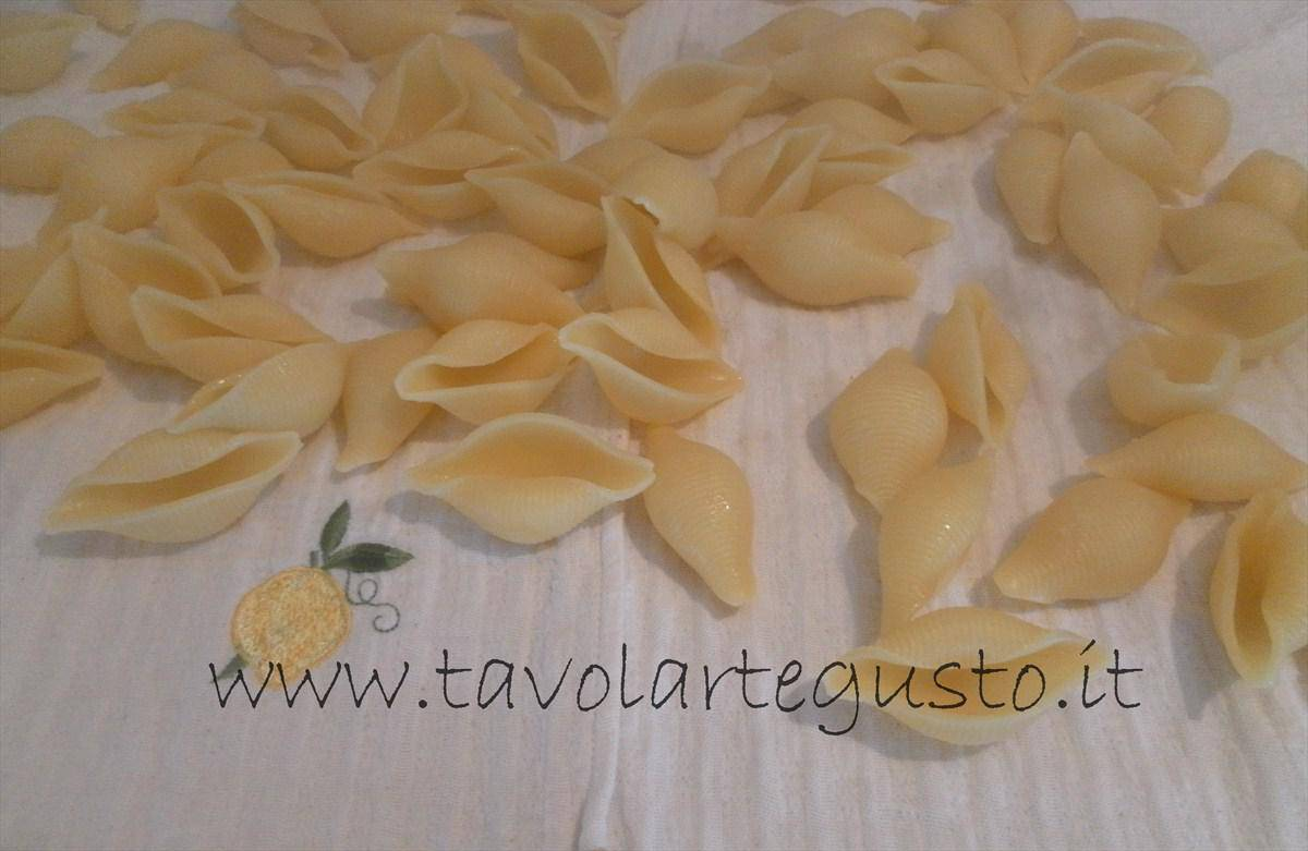 come fare i conchiglioni ripieni di melanzane e mozzarella 11