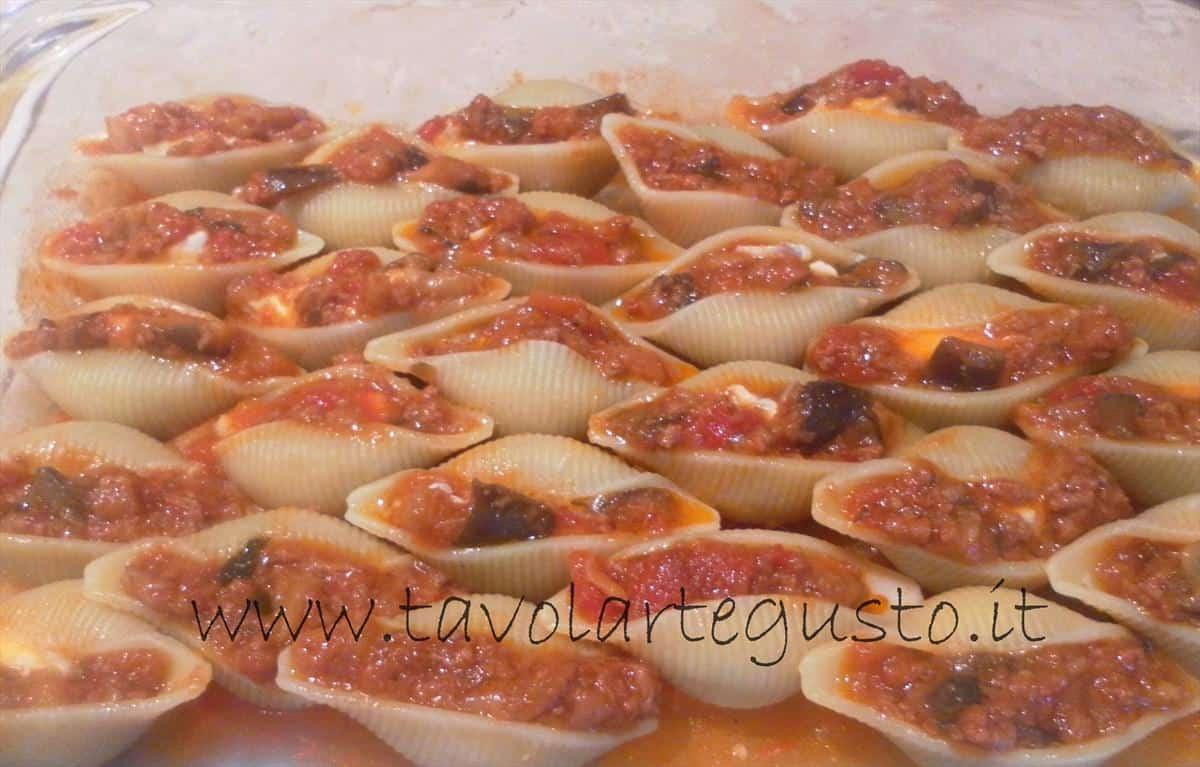 come fare i conchiglioni ripieni di melanzane e mozzarella 16
