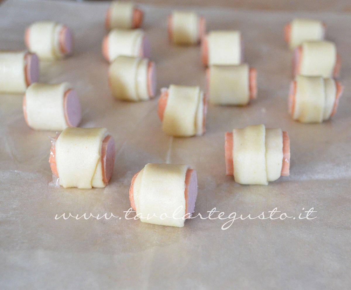 Wustrel avvolti in pasta brisee - Ricetta Rotolini di Wurstel in brisee