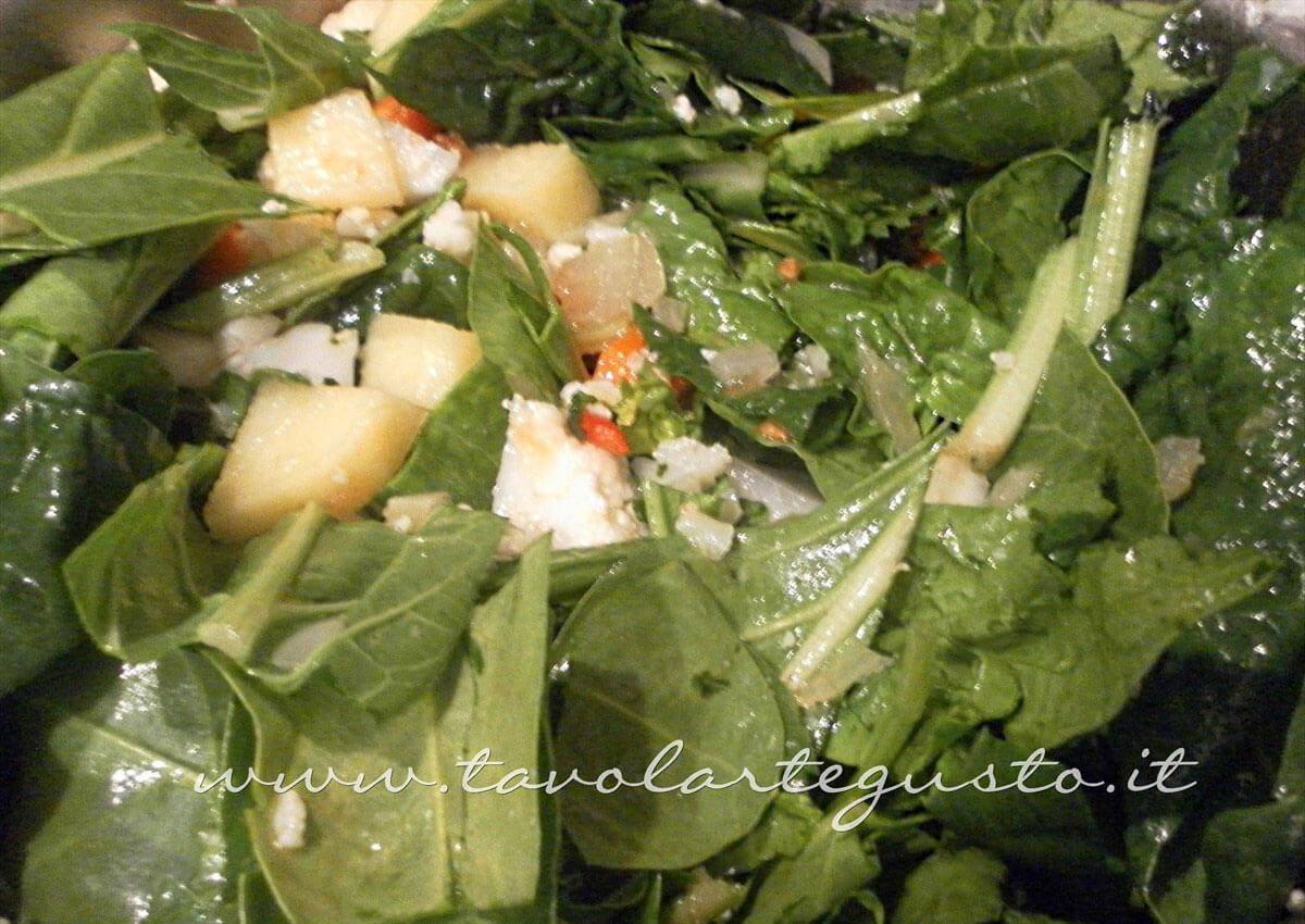 Aggiungere la bietola e gli spinaci - Ricetta Minestrone di Verdure - Zuppa di Verdure