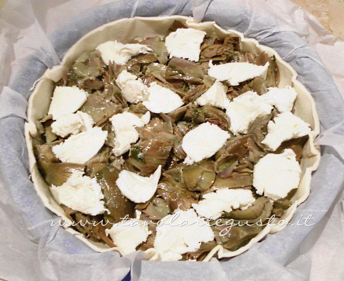 Aggiungere la mozzarella - Ricetta Torta salata con Carciofi