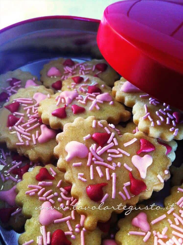 Biscotti di San Valentino decorati - Ricetta di Biscotti San Valentino decorati
