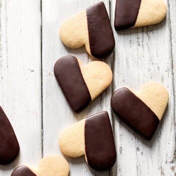 Biscotti frolla e cioccolato - Ricetta Biscotti di pasta frolla e cioccolato