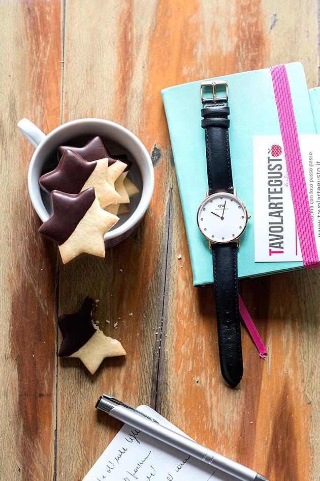 Biscotti frolla e cioccolato a forma di stellina - Ricetta Biscotti frolla e cioccolato