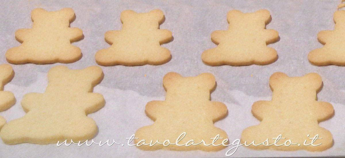 Biscotti orsetti appena cotti - Ricetta Biscotti decorati Orsetti del cuore