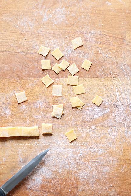 Come fare i quadrucci all'uovo-  Ricetta pasta fresca fatta in casa