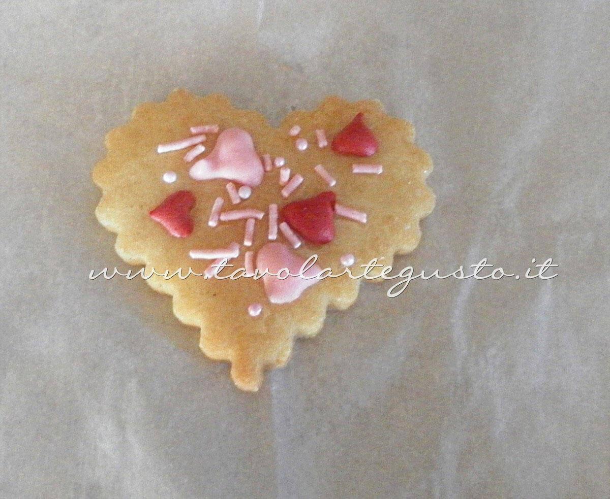 Decorare i Biscotti di San Valentino (2)- Ricetta di Biscotti San Valentino decorati