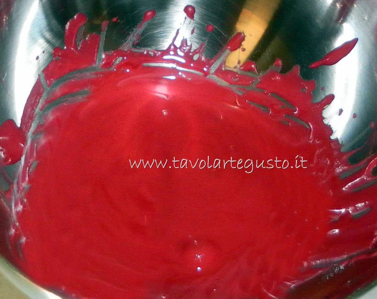 Ghiaccia rossa - Ricetta Cuoricini di zucchero in ghiaccia reale
