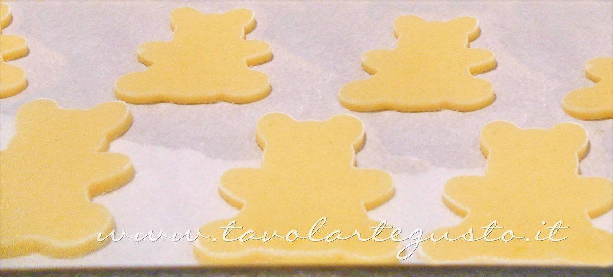Intagliare gli Orsetti - Ricetta Biscotti decorati Orsetti del cuore