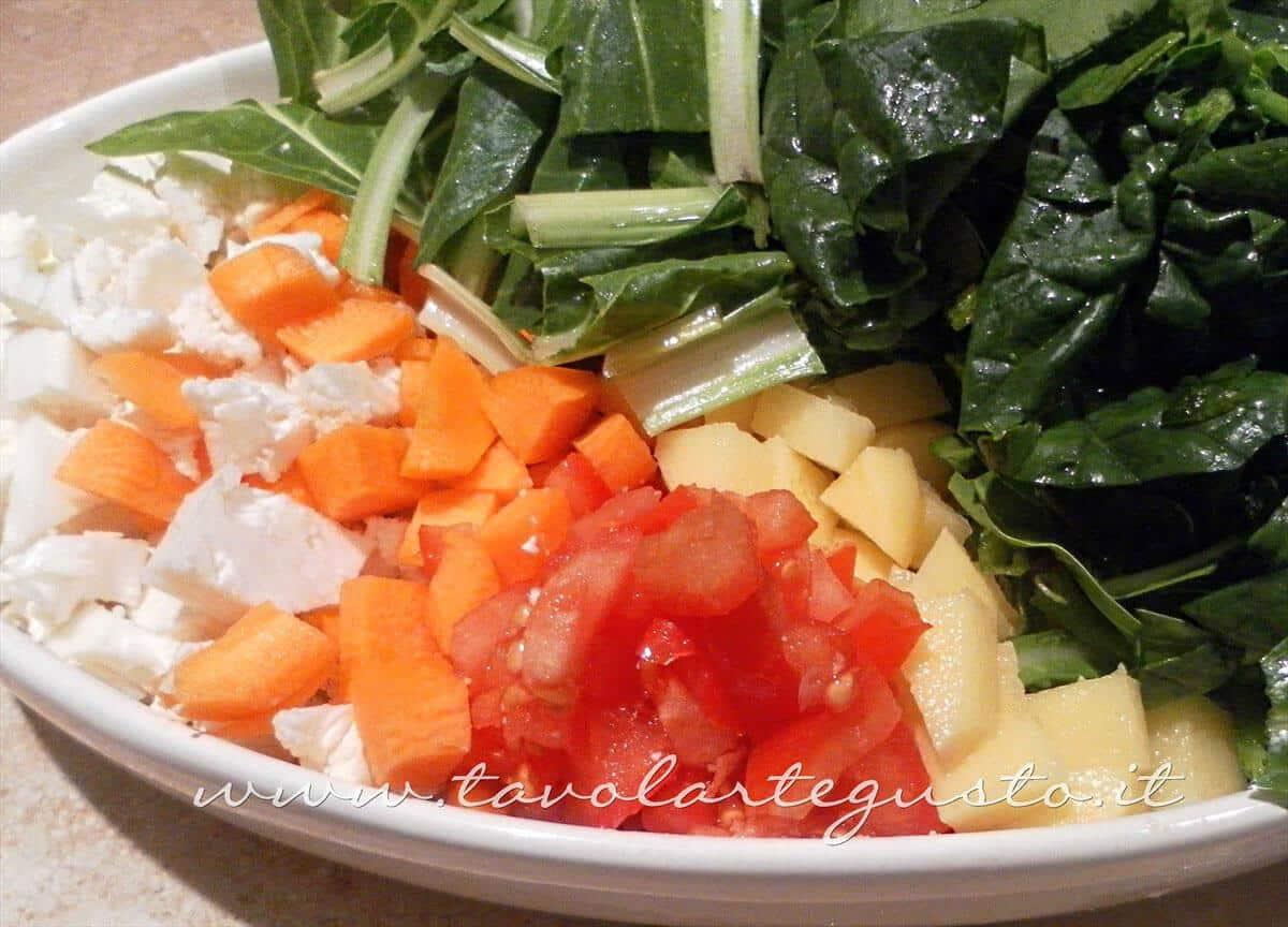 Tagliare a quadrotti le verdure - Ricetta Minestrone di Verdure - Zuppa di Verdure