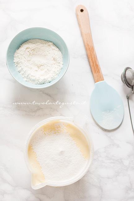 Aggiungere la farina - Ricetta Pasta Biscotto