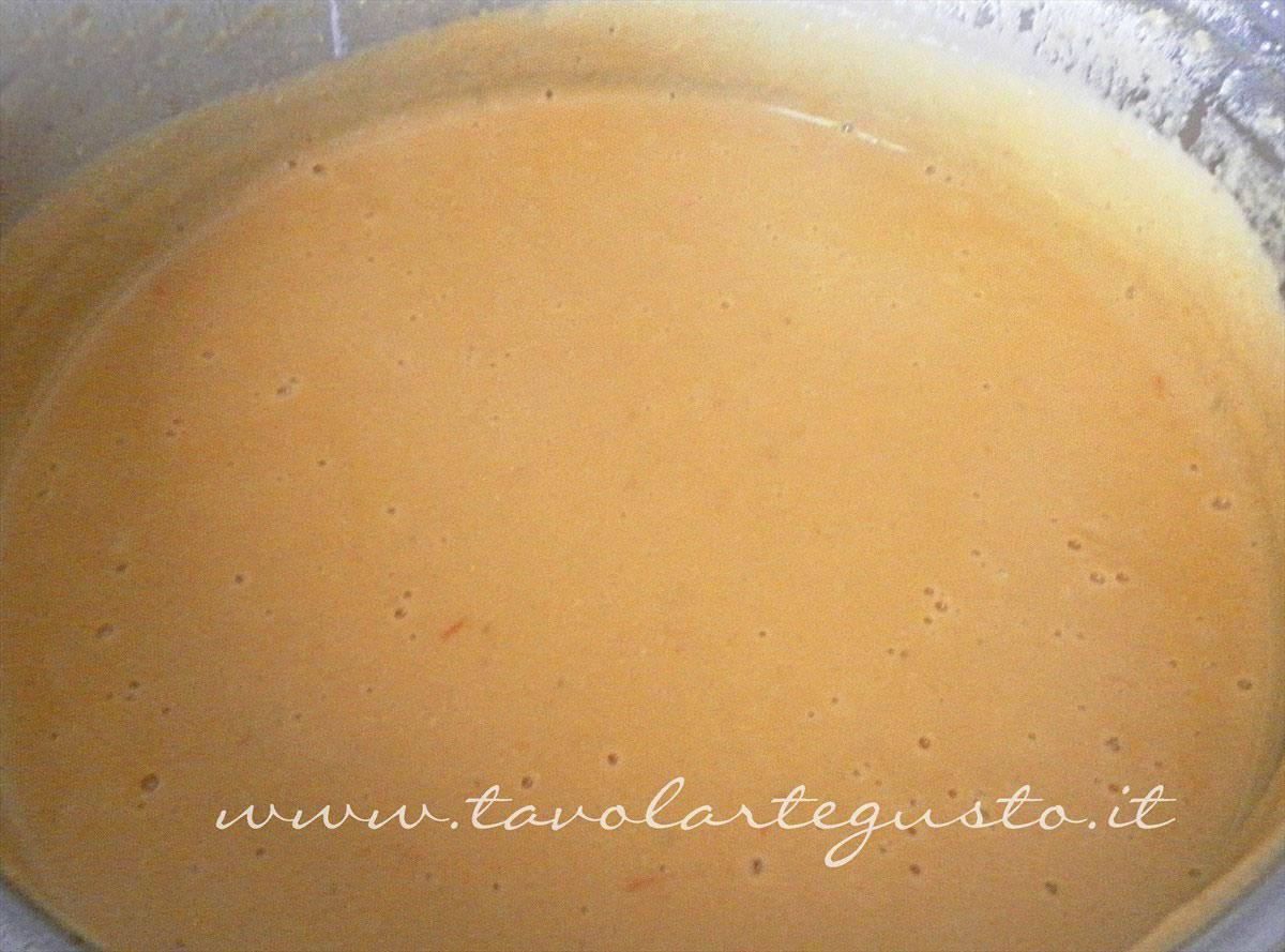 Frullare il composto caldo - Ricetta Vellutata lenticchie rosse