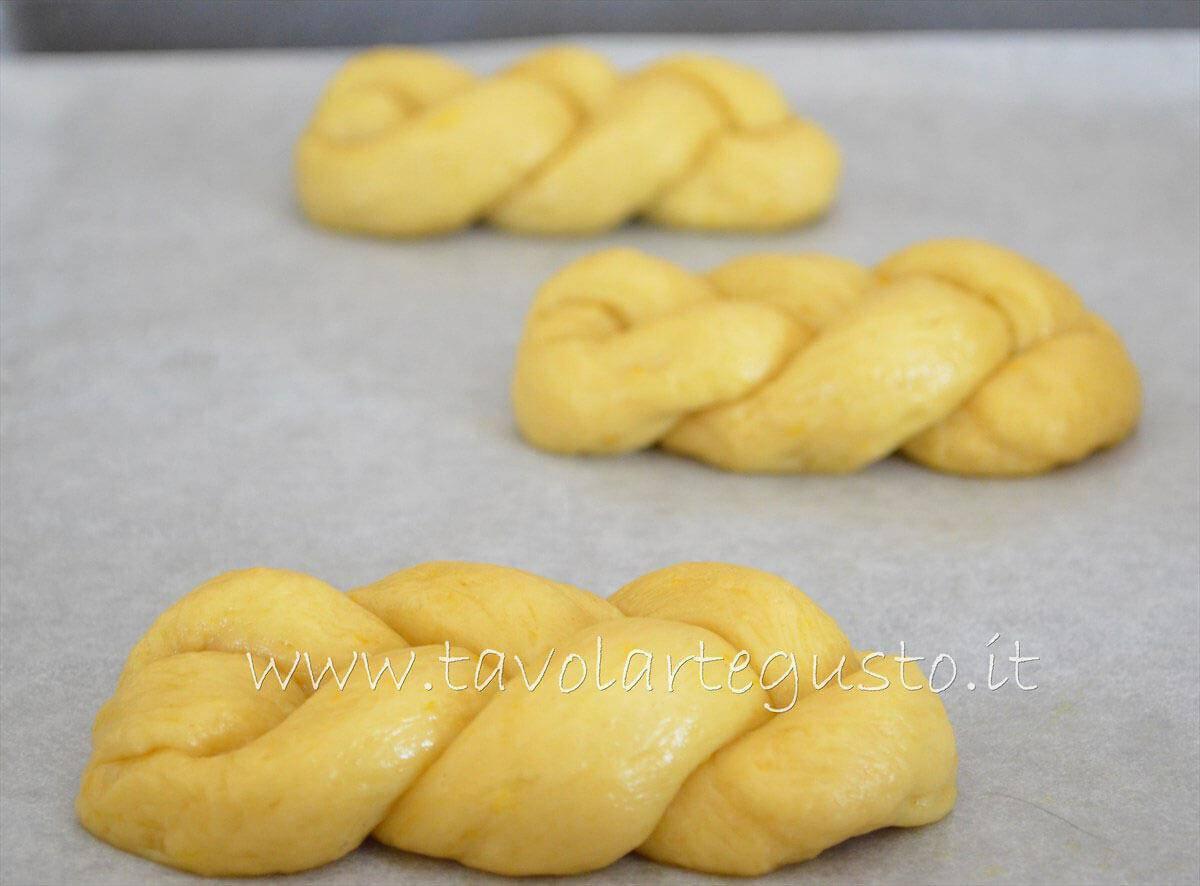 Trecce dolci - Trecce Brioches - Pasta Brioche Ricetta - Brioches dolci
