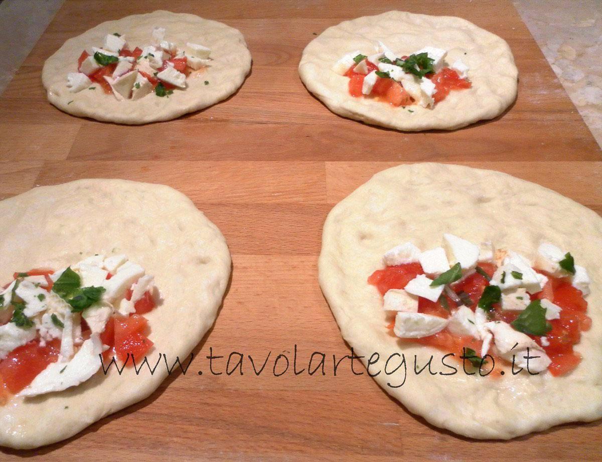 calzoni al forno mozzarella e pomodoro5