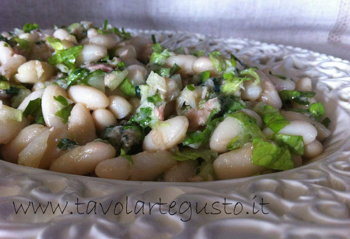 insalata di fagioli, tonno e lattuga