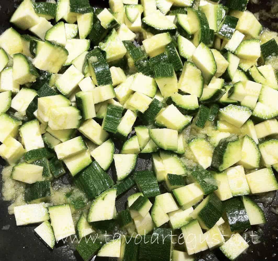 cornetti salati ripieni di zucchine2