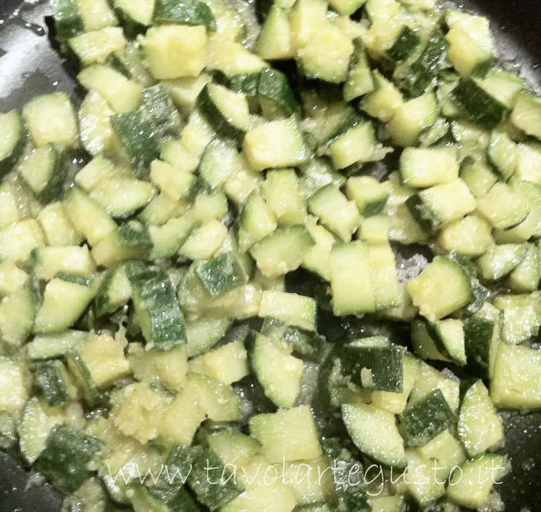 cornetti salati ripieni di zucchine3