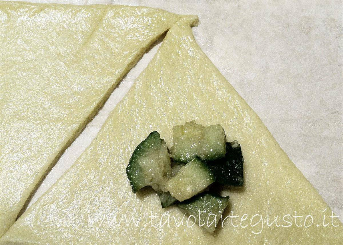 cornetti salati ripieni di zucchine4