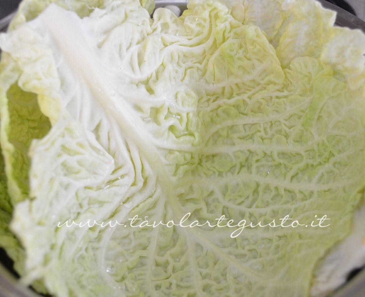 involtini di verza con salsiccia e scamorza1