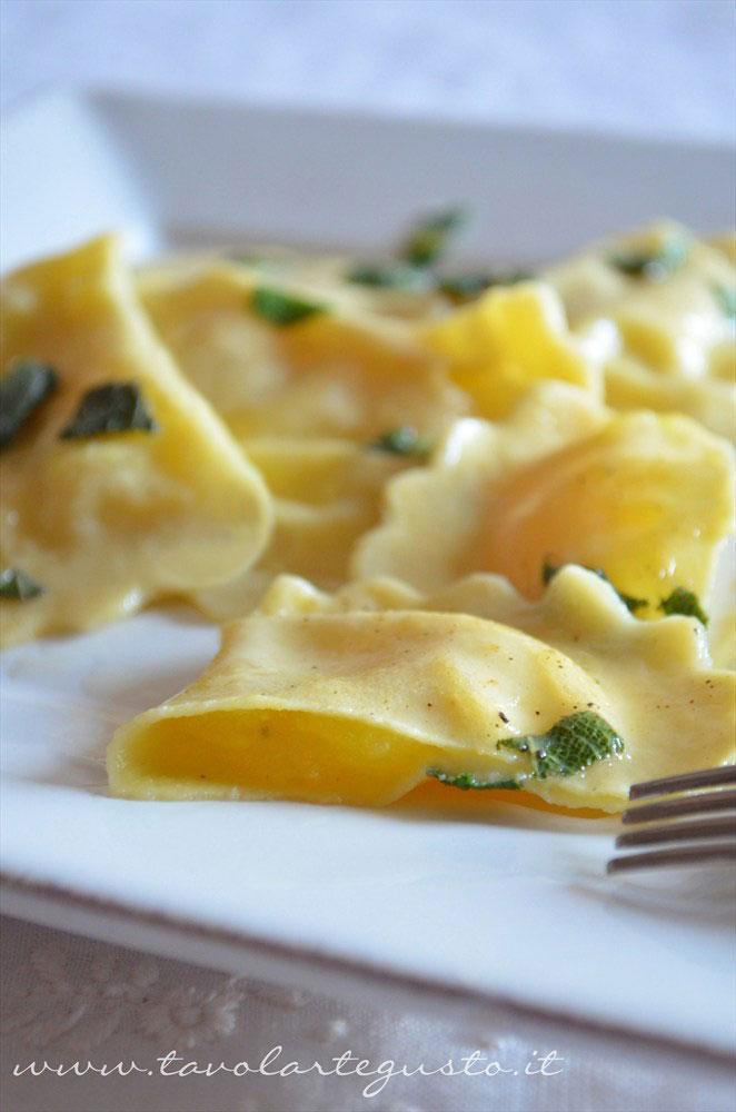 ravioli-di-patate,-mozzarella-e-zafferano1