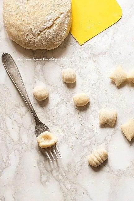 Come rigare gli gnocchi in superficie - Ricetta Gnocchi di patate