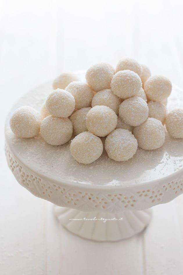 Palline di cocco e ricotta (dolcetti al cocco) - Ricetta palline di cocco e ricotta