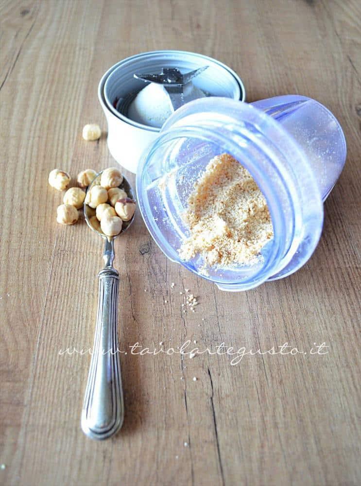 cupcakes cacao e nocciole con meringa all'italiana e ciliegie2