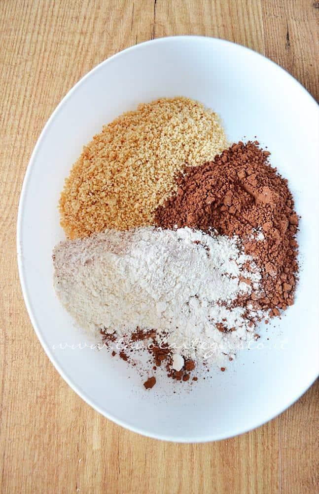 cupcakes cacao e nocciole con meringa all'italiana e ciliegie5
