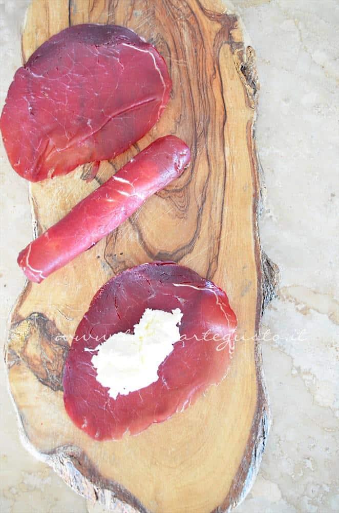 involtini di bresaola su mousse di rucola4