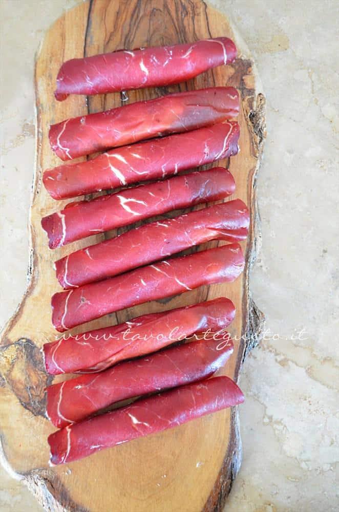 involtini di bresaola su mousse di rucola5