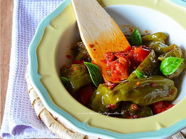 Peperoncini verdi in padella - Friggitelli in padella
