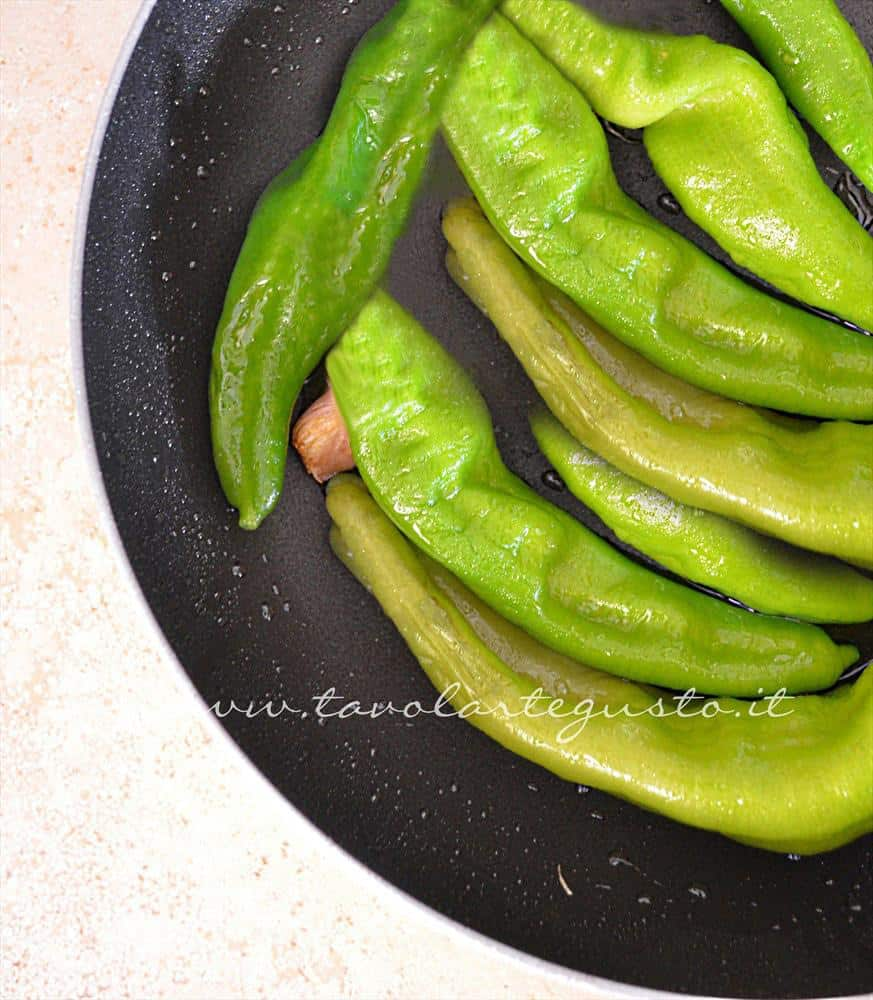 peperoncini verdi in padella1