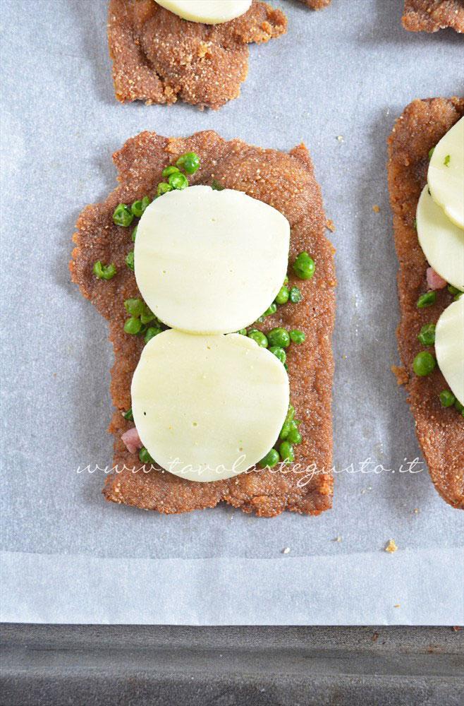 Aggiungere formaggio - Ricetta Cotolette con piselli