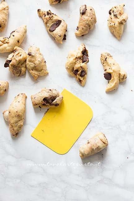 Come formare le palline 1 - Ricetta Pane di Zucca al cioccolato