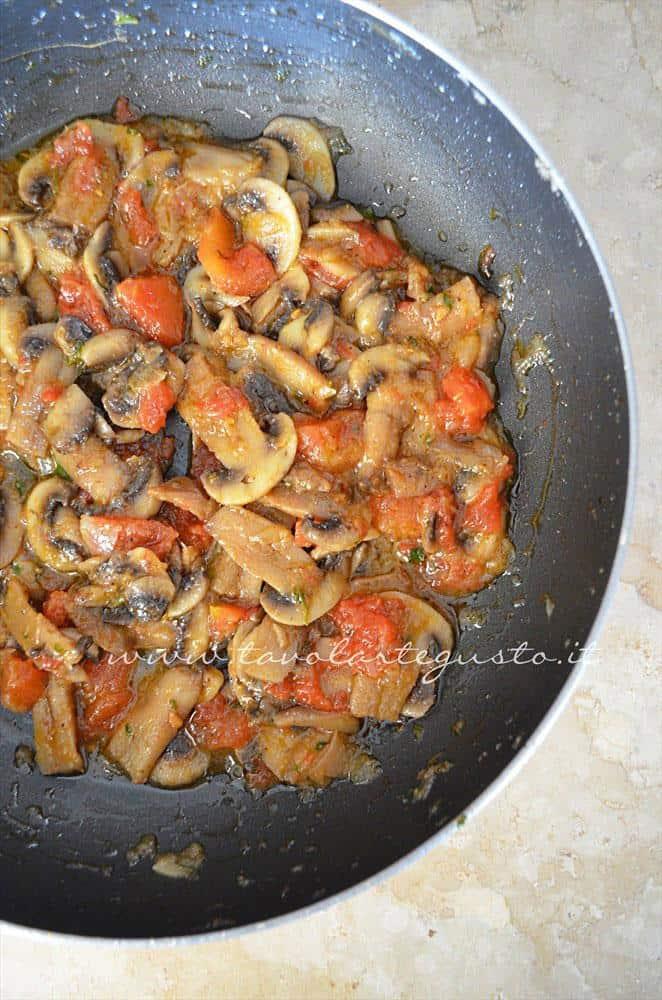 Condimento pronto - Ricetta Tagliatelle alle erbe aromatiche e funghi