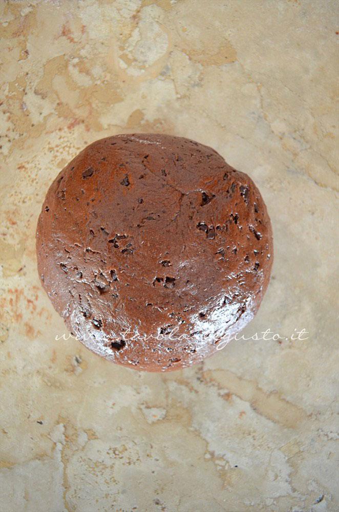 Formare una palla - Ricetta Biscotti al cioccolato senza uova, senza burro, senza latte