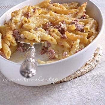 Pasta al forno besciamella e salsiccia - Ricetta