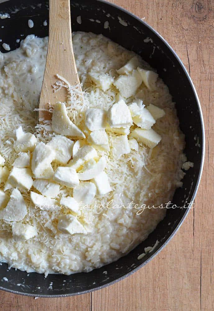Risotto bianco cremoso(preparazione5 aggiunta mozzarella e parmigiano)
