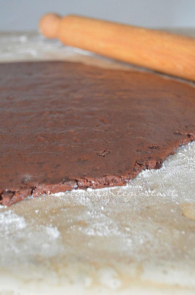 Stendere la pasta frolla - Ricetta Biscotti al cioccolato senza uova, senza burro, senza latte