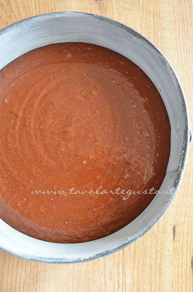 Impasto nella teglia - Ricetta Torta cioccolato e nocciole