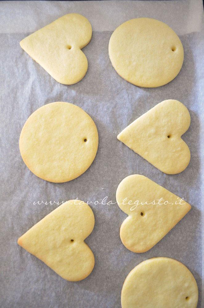 Cuocere i biscotti - Ricetta Biscotti di Natale decorati in Pasta di Zucchero
