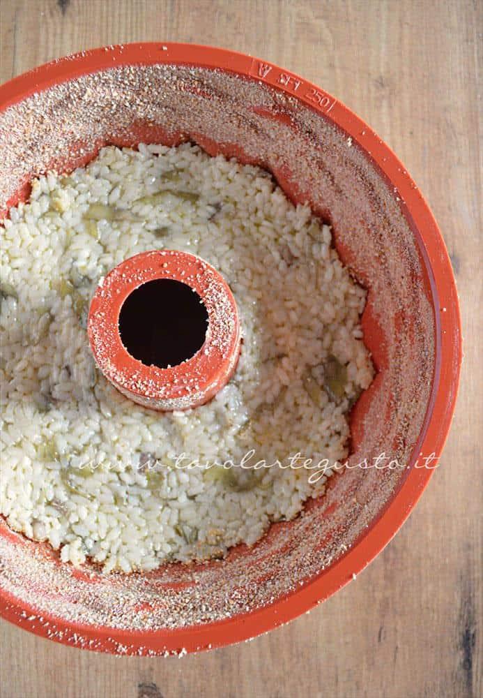 Riso nello stampo - Ricetta Bordura di riso con crema di carciofi e crostini di Fiore Sardo