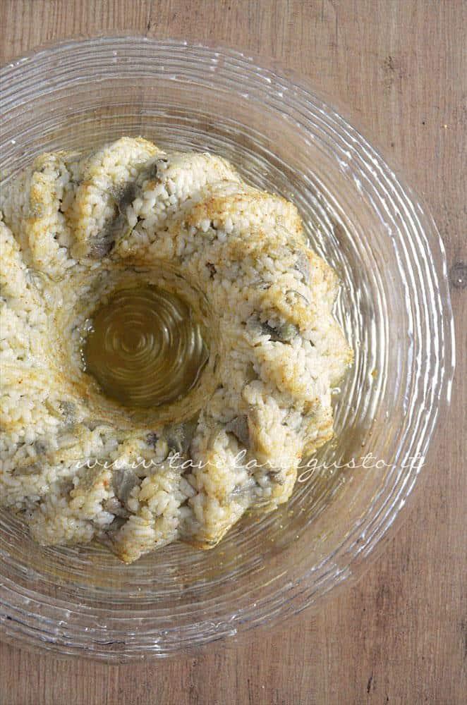 Sformare la Bordura di riso - Ricetta Bordura di riso con crema di carciofi e crostini di Fiore Sardo
