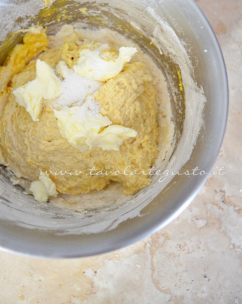 Aggiungere burro e sale - Ricetta Zeppole di patate al forno