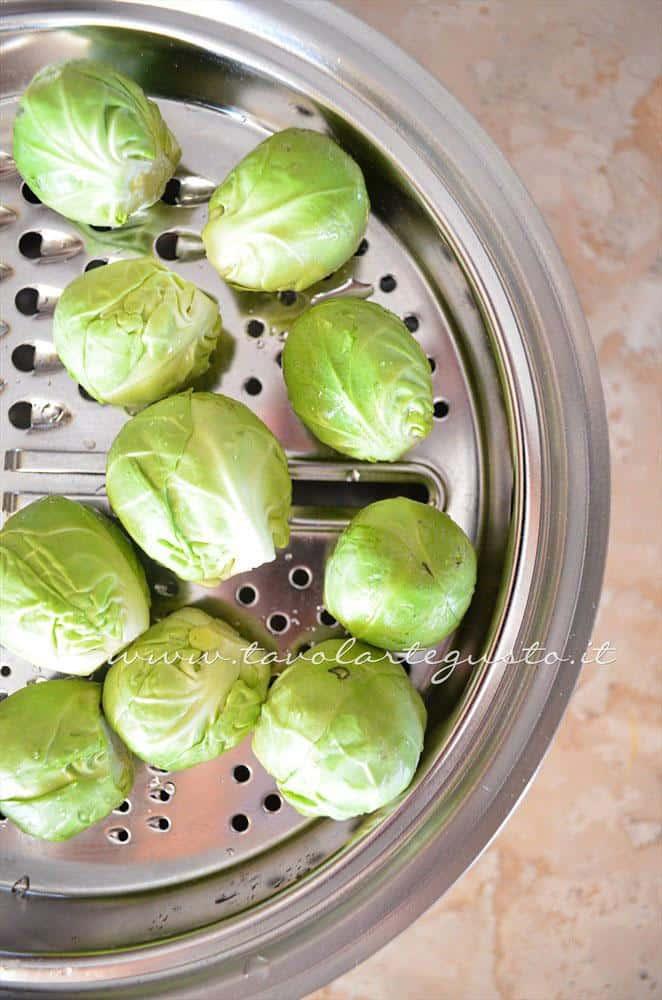 Cuocere a vapore i Cavoletti di Bruxelles(1) -Ricetta Cavoletti di Bruxelles in padella